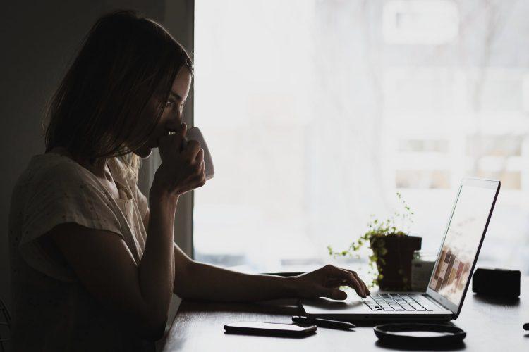 Mit Virtuellen Assistenten gemütlich im Home-Office arbeiten.